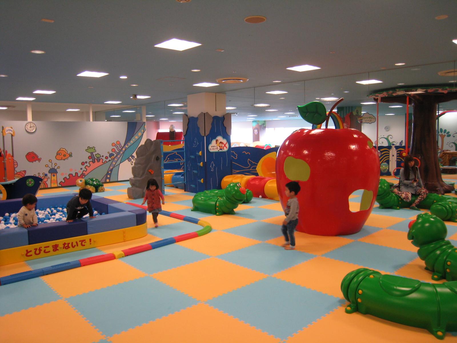 穴場!?福山駅前周辺 雨の日でも2歳児が遊べるスポット「ギザギザ葉っぱ~遊びの王国~」
