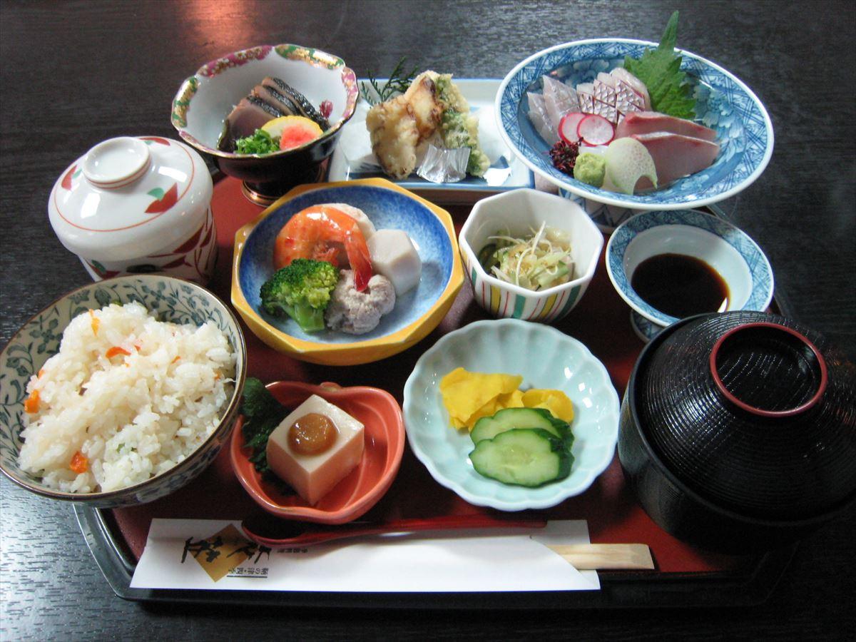 福山市鞆町でランチ・昼食「季節料理 衣笠の鯛めし膳」