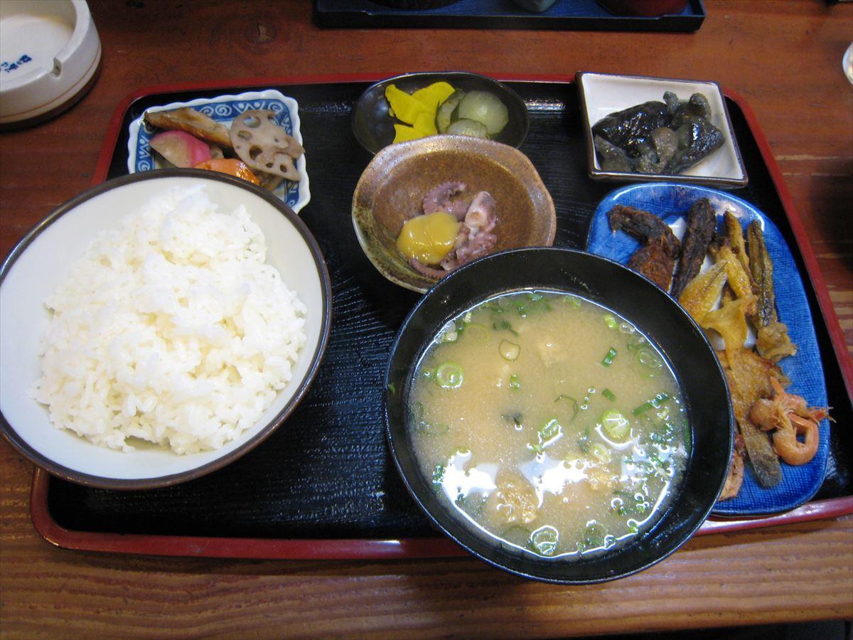 福山市鞆町でランチ・昼食「食事処おてびの小魚定食」