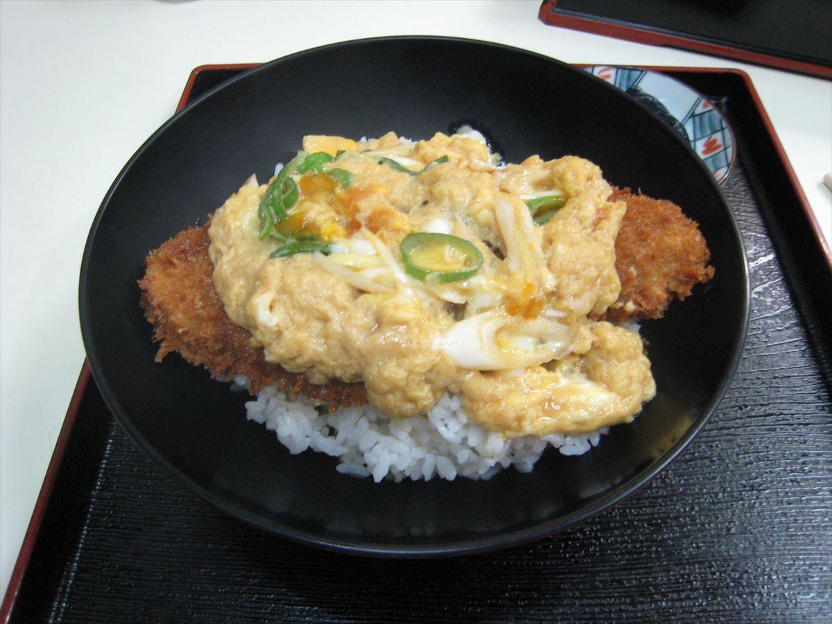 福山市鞆町でランチ・昼食「お食事処 魚源のカツ丼」