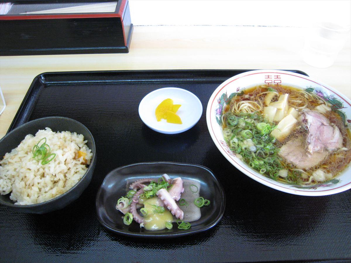 福山市鞆町でラーメン・ランチ「鯛丸の鯛めし定食」