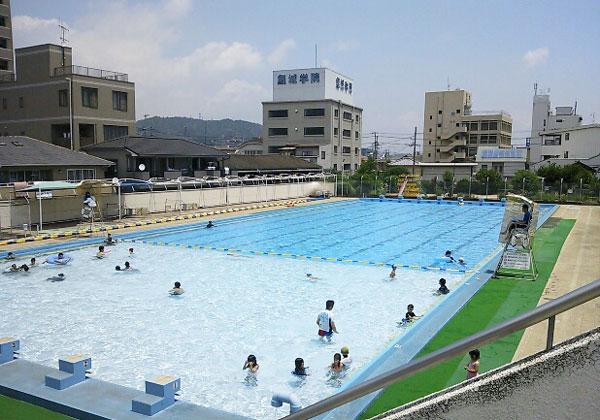 福山市 福山駅裏の丸之内公園のプール