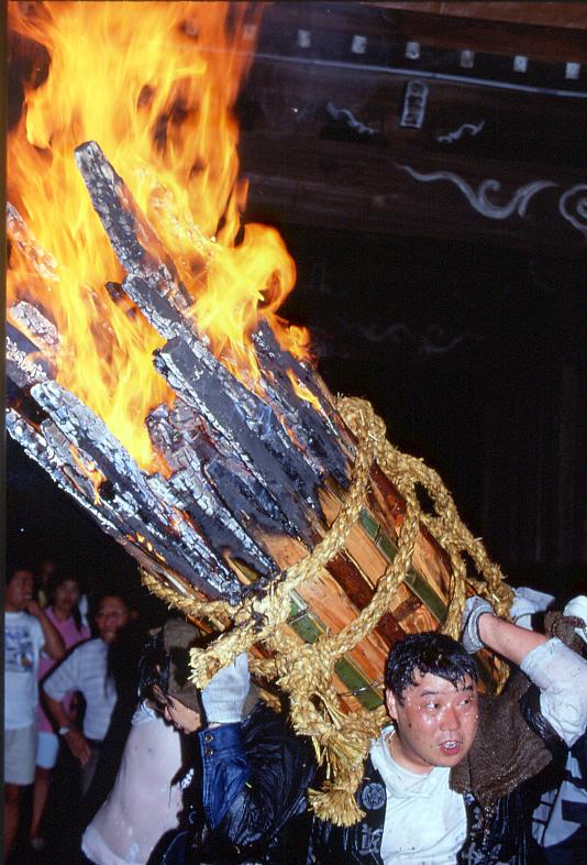 福山市鞆町の夏祭り「お手火神事」の開催概要