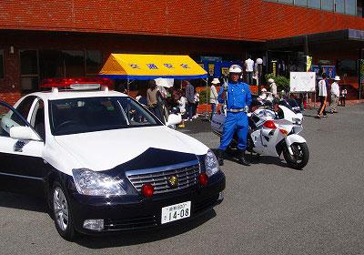 福山市メモリアルパークで白バイ・パトカーに乗れる!消防車やバスも大集合!