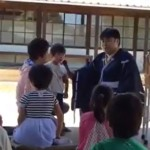 福山市鞆町の沼名前神社で開催された素読教室に参加