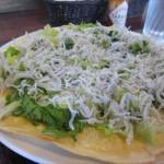 ちりめんグルメプロジェクト#5「鞆町カフェー454の釜揚げしらすのサラダ風ピザ」