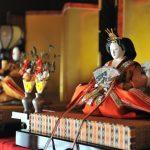 ひな人形の本当の飾り方「前編」~男雛と女雛の飾り位置。日本の伝統礼法「左上位」を古事記からも読み解く