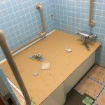 福山市鞆町の住宅リフォーム「浴槽交換工事」2日目~浴槽据え付け、タイル工事
